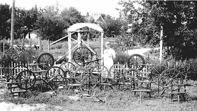 MrsOleNeste&WheelsNDak1940-lg