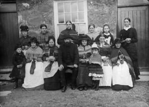 Garndolbenmaen_welsh_knitters_1885