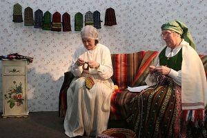 Latvian_mitten_knitters